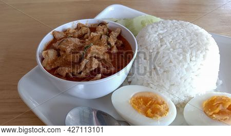 Steamed Rice With Pork Panang In A Cup
