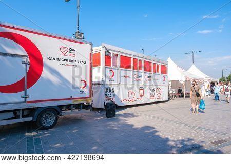 Eminonu, Istanbul, Turkey - 07.05.2021: Operation Field Of Turkish Red Crescent (türk Kizilay) Parke