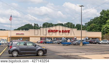 Wilkins Township, Pennsylvania, Usa July 18, 2021 The Shop N' Save Grocery  Store And Parking Lot On