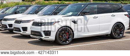 Monroeville, Pennsylvania, Usa July 18, 2021 Three White Range Rover Suvs Lined Up Together With Oth