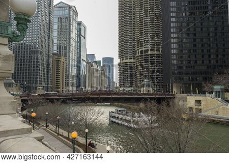 Chicago, Illinois, Usa - April 22,2018 : View Of The Chicago River And Skyscrapers In Downtown Chica