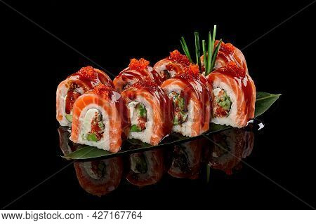 Philadelphia Rolls With Salmon, Tobiko And Unagi Sauce