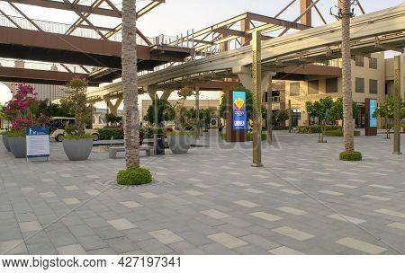 Dubai-uae - August 30, 2019: Beautiful The Pointe Touristic Spot. Popular Luxury Restaurants And Sho