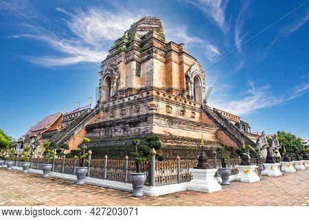 Beautiful Lantern Yeepeng Festival And Ancient Temple Of Wat Chedi Luang In Chiang Mai, Thailand.
