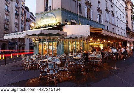 Paris, France-july 10, 2021 : The Traditional French Restaurant La Marquise Is Located On Montparnas