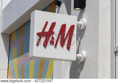 Plainfield - Circa July 2021: H&m Retail Mall Location. H&m Is An International Clothing Company.