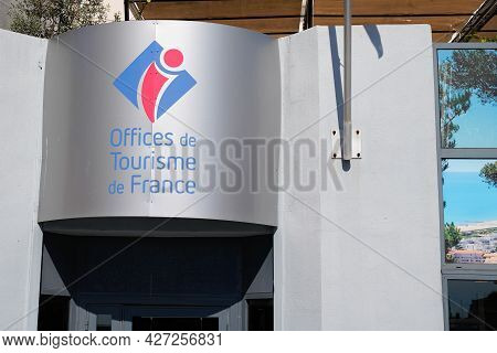 Albi , Ocitanie France  - 06 30 2021 : Office De Tourisme French Tourism Office Wall Text Logo And B
