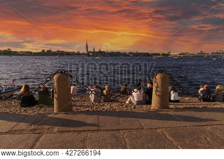 Saint-petersburg, Russia - June 12, 2021: Magnificent Sunset Over The Peter And Paul Fortress And Th