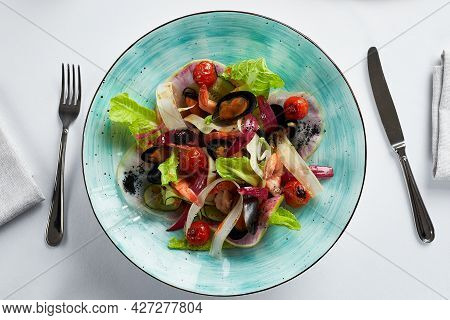Mussels Vongole With Salad, Mussels Cooked In White Wine Sauce, Mussel Appetizer With Cutlery On A L