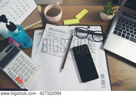 Individual Income Tax Return Form And Calculator For Who Have Income According To United States Law,