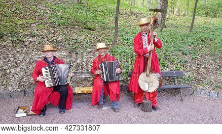 Sofievsky Park, Ukraine - 04.23.2018: A Group Of Musicians In Ukrainian National Costumes. Clothing