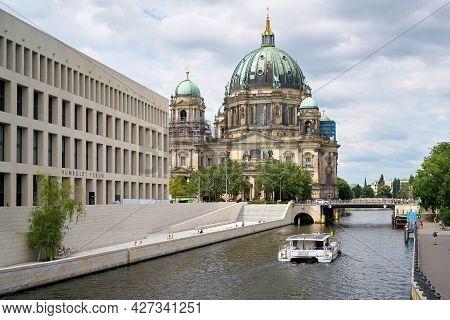 Berlin, Germany - July 15, 2021: Spree River In Berlin With Newly Built Humboldt Forum (stadtschloss