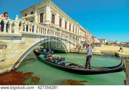 Venice, Italy - May 9, 2021: Saint Mark Square And Traditional Gondola Boats With Tourists In Tour O
