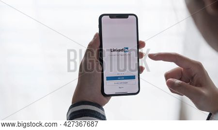 Chiang Mai, Thailand, Jul C12, 2021 : A Women Holds Apple Iphone Xs With Linkedin Application On The