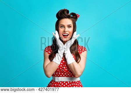 Shocking Offer, Amazing News, Unbelievable Sale. Pinup Woman In Retro Dress Opening Mouth In Surpris