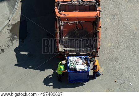 Chelyabinsk,chelyabinsk Oblast, Russia-june 28.2021 Garbage Removal. The Scavengers Are Rolling The