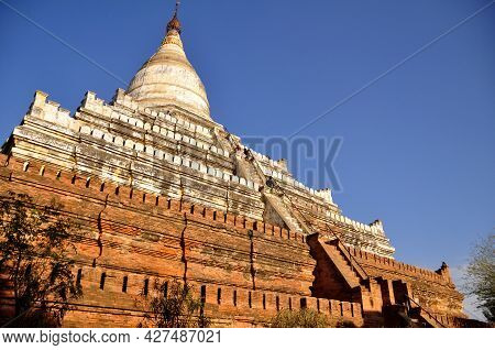 Shwesandaw Pagoda Pyay Temple Chedi Burma Style For Burmese People And Foreign Travelers Travel Visi