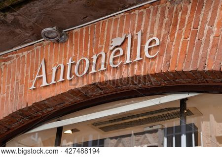 Toulouse , Occitanie France  - 06 25 2021 : Antonelle Logo Brand And Sign Text Front Of Trendy Bouti