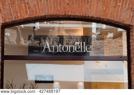 Toulouse , Occitanie France  - 06 25 2021 : Antonelle Logo Brand And Sign Text Front Of Store Fashio