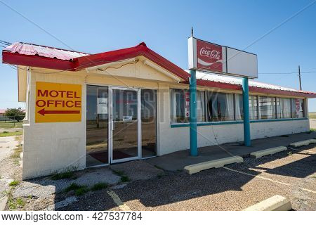 Conway, Texas - May 6, 2021: Abandoned Conway Inn, A Motel With A Restaurant Along Route 66, Now Clo