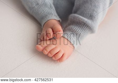 Feet Of A Newborn Close-up In A Woolen Blanket. Pregnancy, Motherhood, Preparation And Expectation O