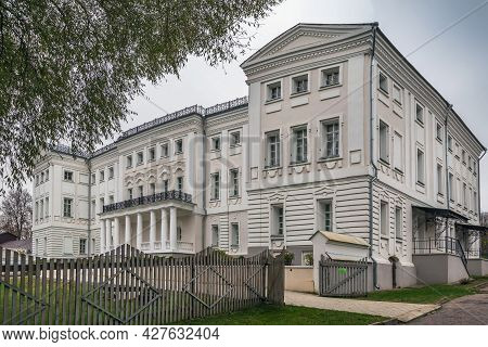 Manor Building In Polotnyany Zavod Village, Russia