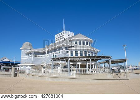 Hampton, Nh, Usa - Sep. 27, 2019: Hampton Beach State Park On Ocean Boulevard In Hampton Beach, Town