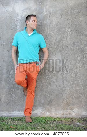 Man leaning on the wall