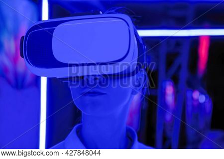 Vr, Augmented Reality, Immersive, Entertainment Concept. Woman Using Virtual Reality Headset And Loo