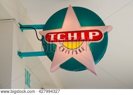 Toulouse , Occitanie France  - 06 25 2021 : Tchip Coiffure Logo Brand Store Sign Shop Low Cost Frenc