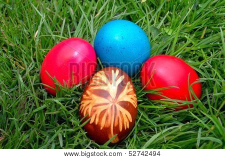 Easter Dekoration with colorful egs in grass