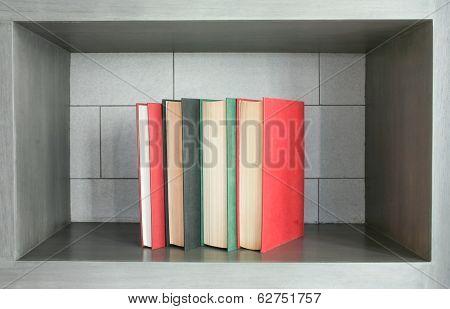 book vertical arrangement decor