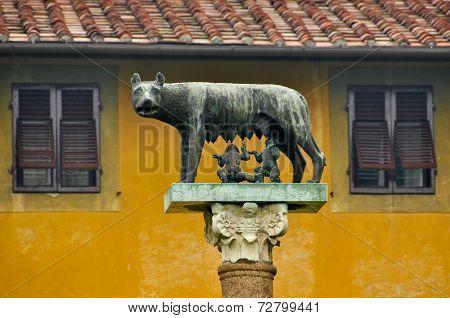 Romulus and Remus Statue in Pisa