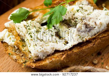 Toast With Scrambled Eggs