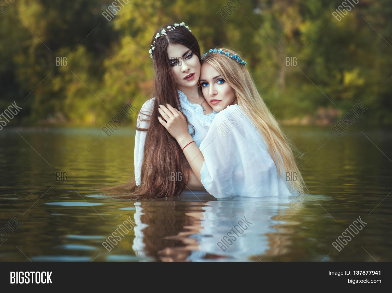 free Girls lesbians water