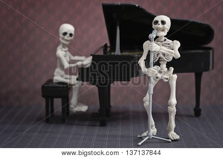 A skeleton pianist and a skeleton singer performing musical show