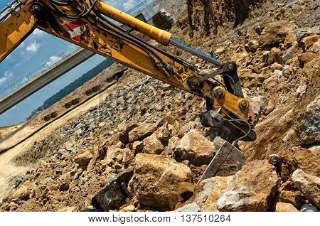 Excavator Engineer Moving Sand And Rocks With Heavy Duty Scoop
