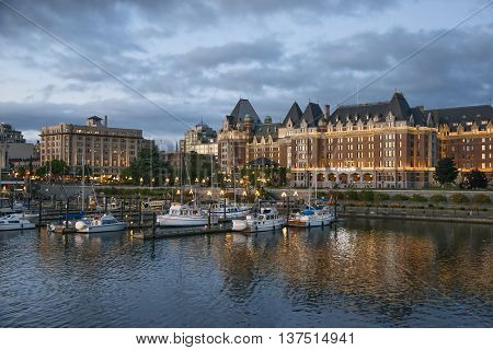 Night scene of the harbor in Victoriathe main building is the Empress Hotel