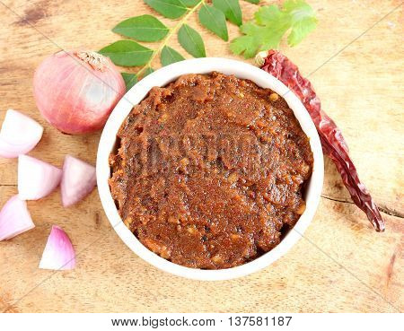 Onion chutney, a healthy, popular and vegetarian Indian side dish, for items like chapati or Indian flat bread.
