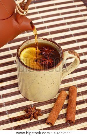 Tee gießen