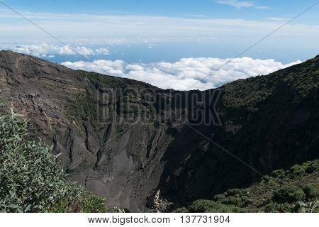 Volcano Irazu Cartago Costa Rica centroamerica nubes crater