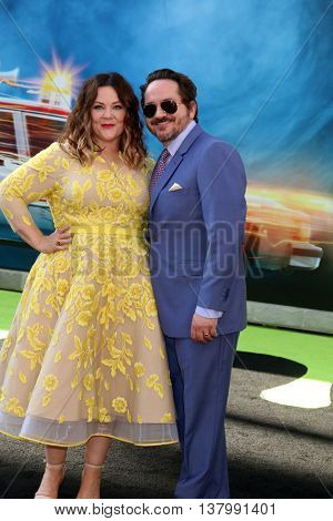 LOS ANGELES - JUL 9:  Melissa McCarthy, Ben Falcone at the Ghostbusters Premiere at the TCL Chinese Theater IMAX on July 9, 2016 in Los Angeles, CA