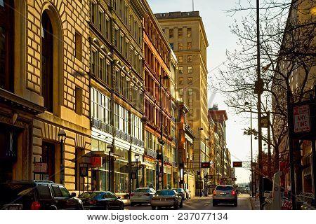 Cincinnati, Oh - April 12 2018: Fourth West Street In Downtown Cincinnati Glows Golden In Evening Su