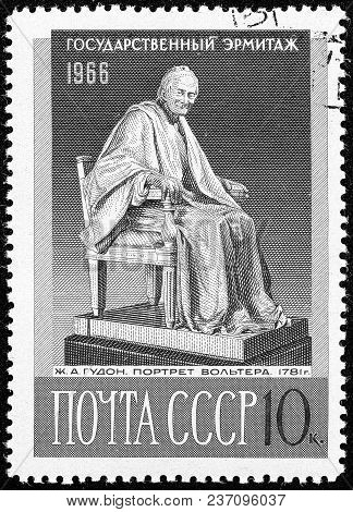 Ukraine - Circa 2018: A Postage Stamp Printed In Ussr Show Statue Of French Writer And Philosopher V