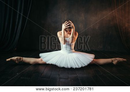 Body flexibility of ballet performer, stretching