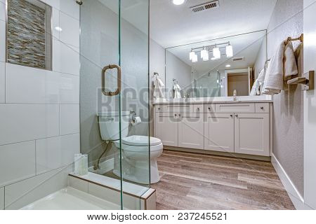 Elegant Master Bathroom With Double Vanity Cabinet