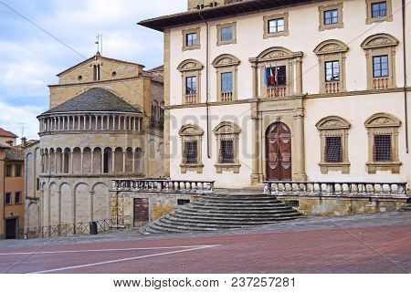 The Ancient Historic Buildings Overlooking The Big Square In Arezzo - Tuscany - Italy 03