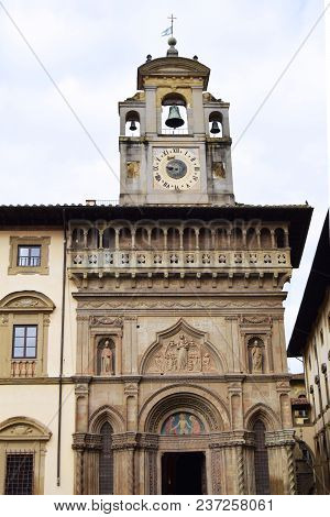 The Ancient Historic Buildings Overlooking The Big Square In Arezzo - Tuscany - Italy 05