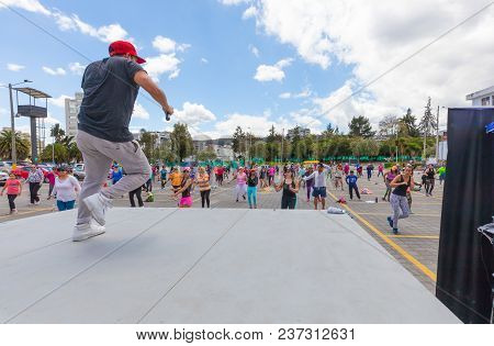 Quito April 2018 These Persons Are Dancing In A Parking Lot Of Quito In A Sunday Morning As In This