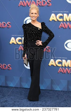 LAS VEGAS - APR 15:  Kimberly Schlapman at the Academy of Country Music Awards 2018 at MGM Grand Garden Arena on April 15, 2018 in Las Vegas, NV